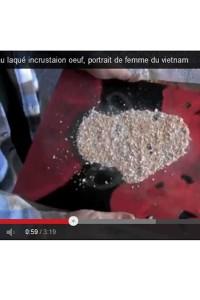 Vidéo Tableau laqué avec inscrustation coquilles d'oeuf